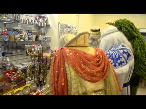 Сказочные персонажи на Сырной бирже в Костроме