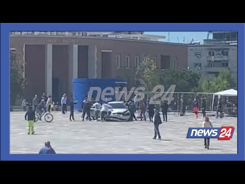 Vrapon nga disa metra larg dhe qëllon shoferin, ja një tjetër kënd i momentit të frikshëm në Tiranë