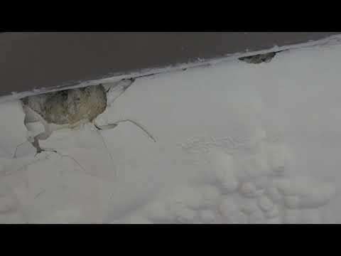נזילת מים מחלון