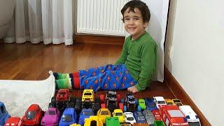 Berat ile Oyuncak Arabaları Yere Dizdik