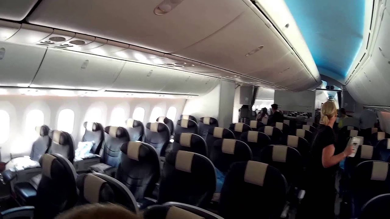 Onboard Thomson Boeing 787 Dreamliner New Premium Class