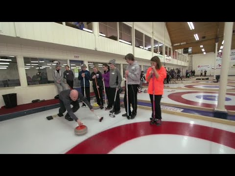 Koe and team give back during Meridian junior curling clinic