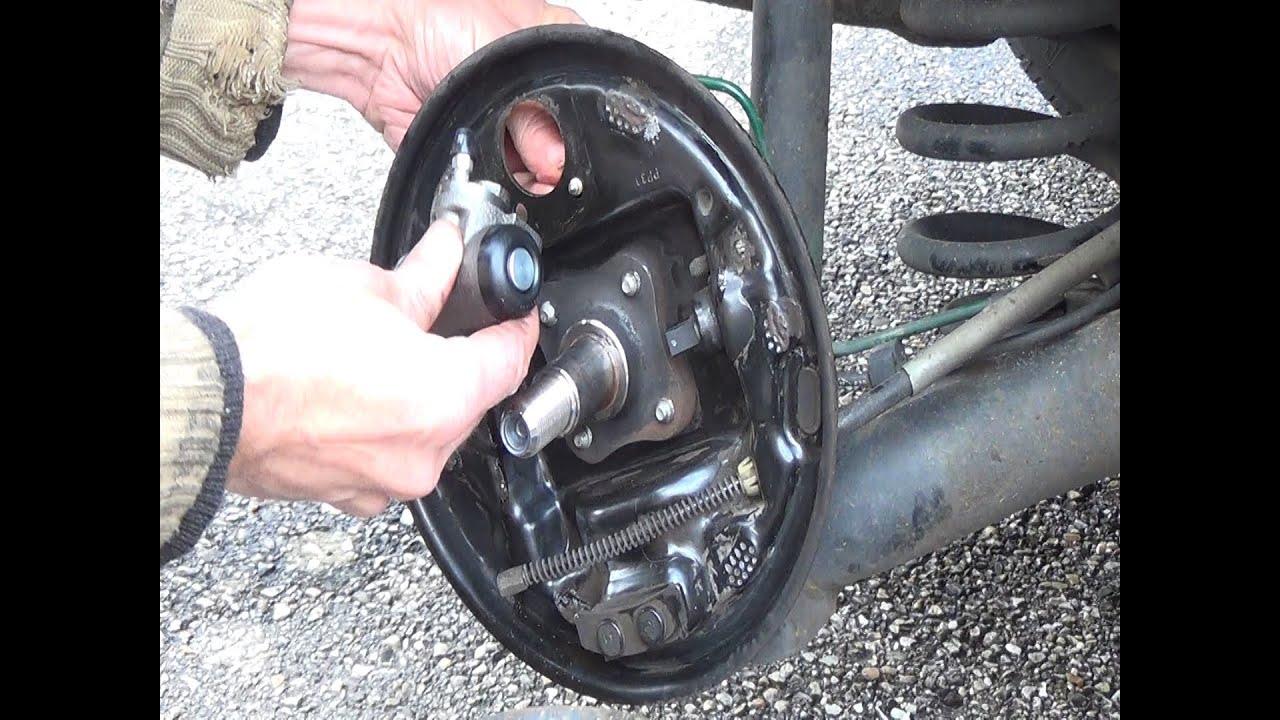 Démonter & remplacer frein à tambour arrière et cylindre