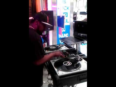 DJ Flawless on the cut @ Rock And Soul Record Store