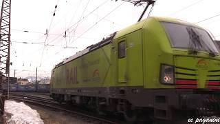 Kufstein am 9.März 2019: Viel Güterverkehr und bunte Turnuszüge