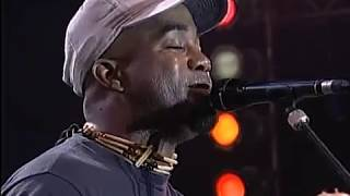 Hootie and the Blowfish with Willie Nelson - Let Her Cry (Live at Farm Aid 1995)
