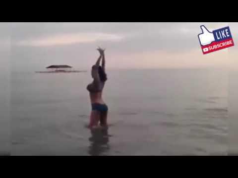 Dewi persik liburan berenang pamerkan tubuhnya yang sexy