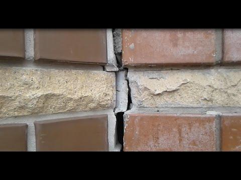 Почему трещит стена дома?