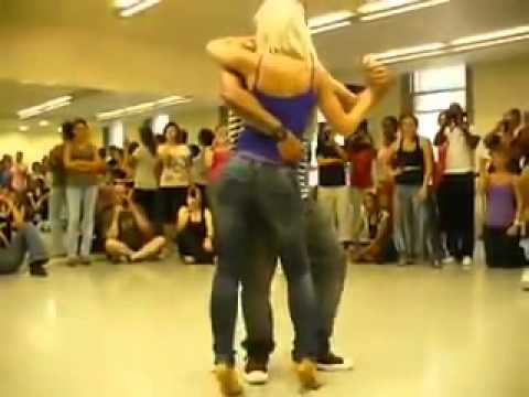 Gorilla Zoe - La Da De (Dancing)