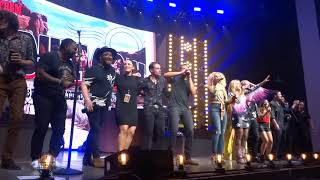 """Little Big Town and Miranda Lambert sing """"Lean on Me"""" at the end of the Bandwagon Tour"""