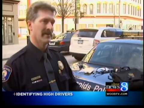Officer taught to spot drugged drivers