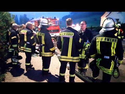 Wohnhausbrand Oberalba - Löschwasser knapp - Feuerwehr im Einsatz