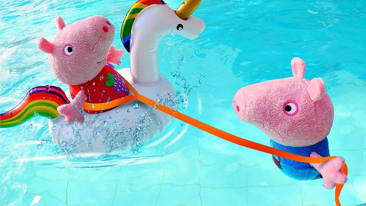 Игрушки в Аквапарке - Свинка Пеппа и Джордж учатся плавать ...
