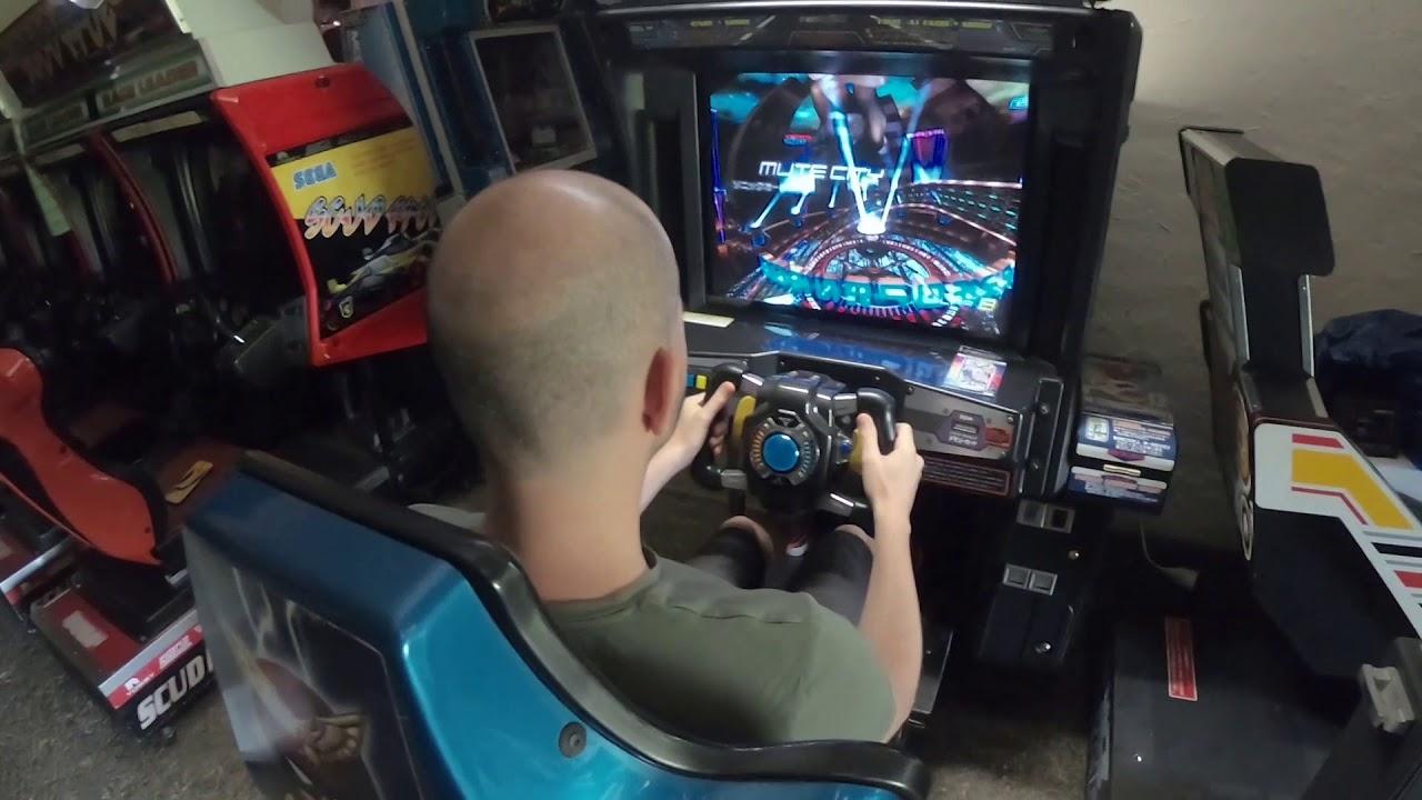 F-Zero AX — présentation de la borne et gameplay - YouTube