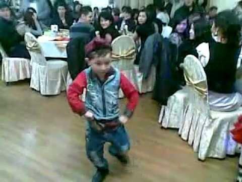 Ислам Садыков зажигательный уйгурский танец  смотреть всем