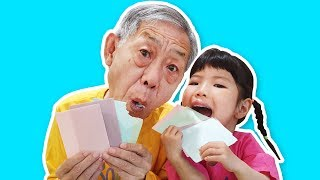 1탄] 할아버지 한테 먹는 색종이로 종이접기 할때 과연 어떻게 반응했을까요? 실험카메라 edible color paper. 食用カラーペーパー 로미유 브이로그 Romiyu Vlog