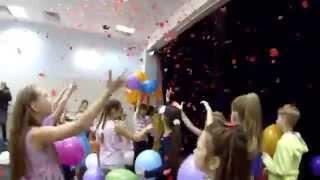 Конфетти-машина(Музыка: Маша и Медведи, День рождения. Конфетти-машина на дне рождения в Санкт-Петербурге. Организация празд..., 2015-03-02T22:19:01.000Z)