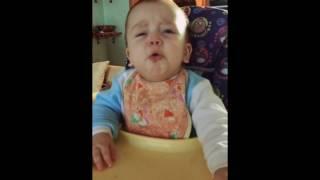 красивый ребёнок очень хочет заплакать:)