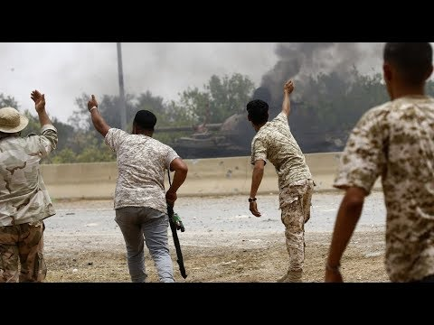 حريق بالقرب من خزانات نفط جنوب العاصمة الليبية  - نشر قبل 2 ساعة