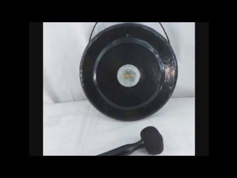 small-size-bali-handmade-iron-gong-with-beater-wholesalesarong.com
