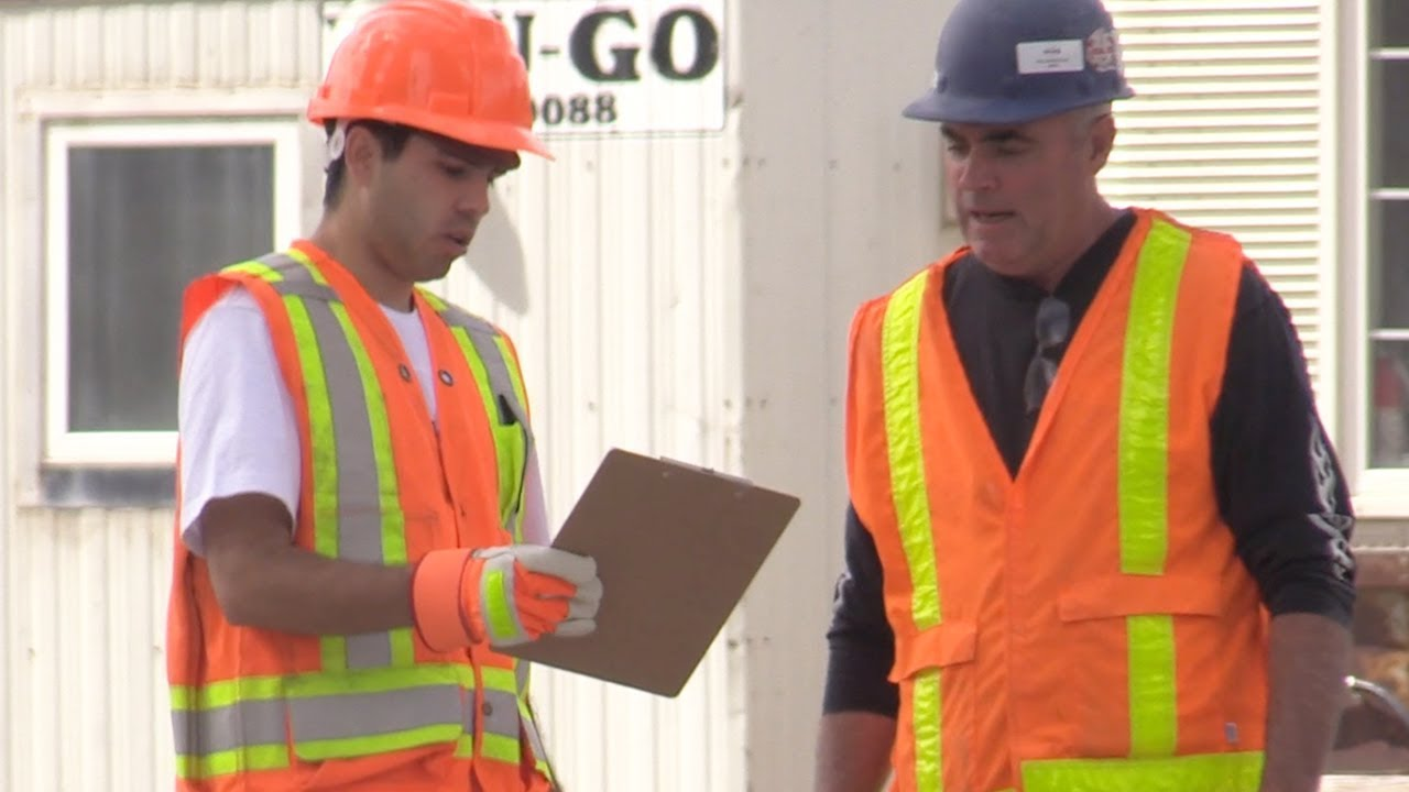 pretending-to-be-construction-workers-prank