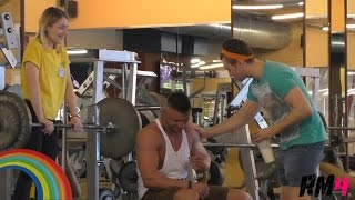 Гей в качалке / Epic Gay in the Gym Prank