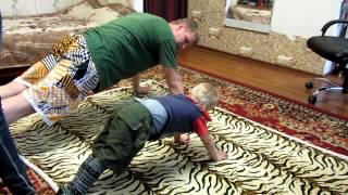 Спорт для детей. Начинающий бодибилдер. Первые шаги!)