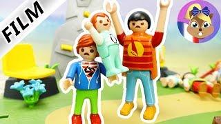 Film Playmobil en français - Un bébé qui frappe un grand! Emma contre le grand Julian! Famille Brie