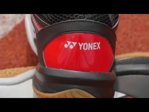 Yonex Power Cushion 65 R2 White Red  ukazovačka - YouTube 31d30ddcb
