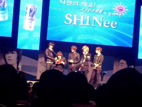 [fancam] 110220 SHINee phone to Jonghyun @ Santafe Special Event
