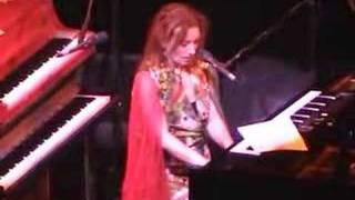 Tori Amos-San Antonio 04-25-03=11-Seaside