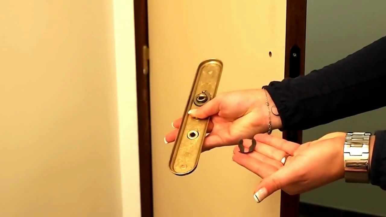 Changer une poign e de porte et inverser sans outil le sens de la condamnatio - Changer une porte sans changer le bloc porte ...