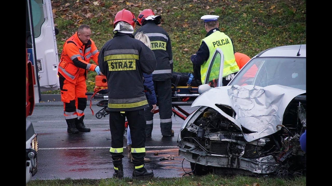 Lublin. Renault uderzył w słup latarni na ul. Diamentowej