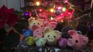 С наступающим Новым годом, друзья!/ Мои работы/ вязаные свинки/ Свинское царство/