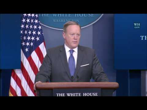 1/30/17: White House Press Briefing