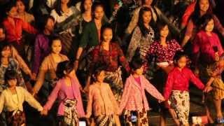 Kinanti Sekar Rahina - Tari JAMPI GUGAT di Tugu Jogja (official video)