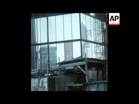 SYND 26-2-74 WINDOW PANES FALL OUT OF BOSTON SKYSCRAPER