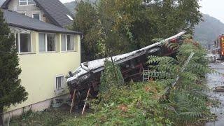LKW in Böschung - gegen Haus - Fahrer verstorben in Remagen-Oberwinter am 24.10.16 + O-Ton