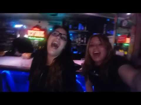 Maribel en el karaoke