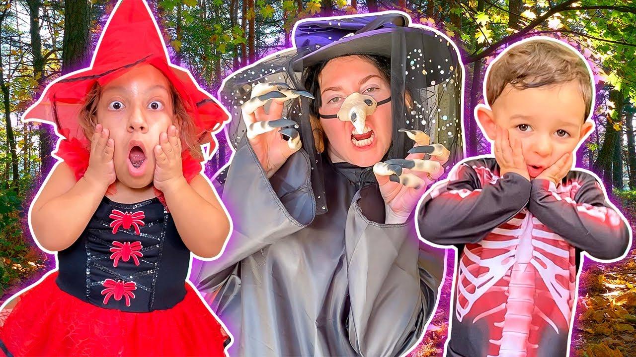 MC Divertida e baby JP pegam doces para o Halloween   Família MC Divertida