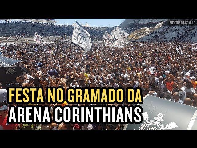 d2c7574e7b VÍDEO  Milhares de torcedores invadem gramado da Arena Corinthians