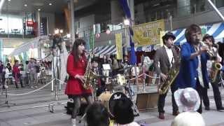 高松大道芸フェスタ HIBI☆Chazz-Kさんの素敵な演奏で始まりました^^