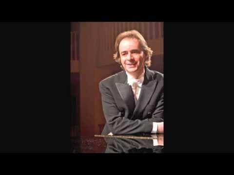 Alberto Urroz plays Chopin Mazurka in A flat major Op. 7 nº 4.