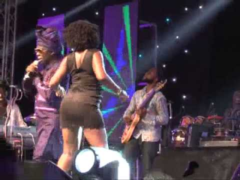 Kojo Antwi brings Twerk Queens on Stage