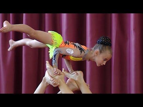 В Краснодаре разыграли медали по спортивной акробатике