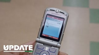 Summer return of the Razr? Teaser video gets nostalgic for flip phones (CNET Update)(Click here for the CNET Update article - http://cnet.co/1OJUFUM A new teaser video from Motorola hints that the Razr is returning June 9. Are flip phones back in ..., 2016-05-23T20:50:30.000Z)