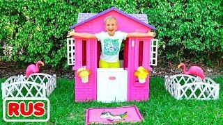 Влад и Никита ремонтируют детские домики