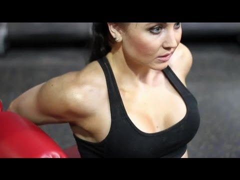 Difference Between Tricep Dips & Chest Dips: Fitness & Strengthening Workouts