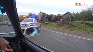 В селе Курьи грузовик протаранил жилой дом