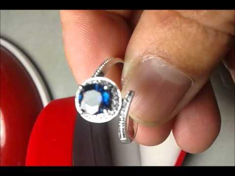 แหวนพลอยไพลินล้อมเพชร